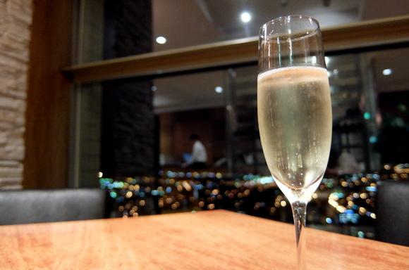 夜景にはシャンパンがよく似合う