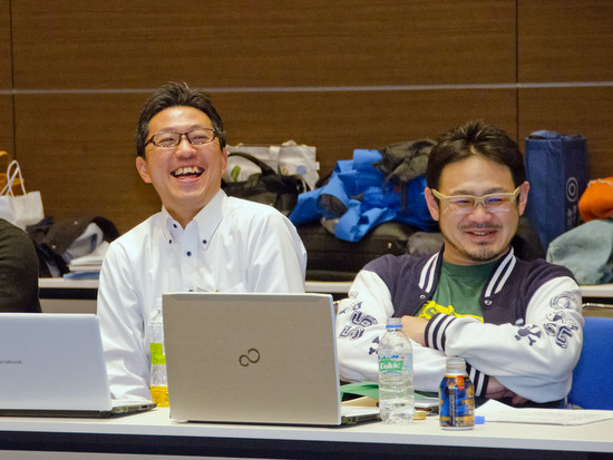 利尻昆布梅酒仕掛け人の二人、高砂酒造企画部部長・廣野氏(左)と 利尻富士町「TSUKI CAFE」の代表・尾形氏(右)