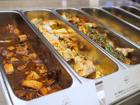 3種類選べるランチプレートが、ライスかパン&スープ付きで 918円から