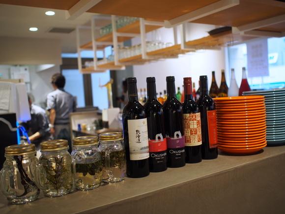 道産ワインや地酒が気軽に色々飲めます