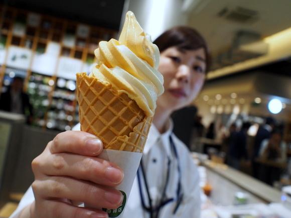 北海道産生ミルク&夕張メロンソフトクリーム