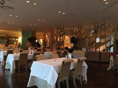 森のスパリゾート 北海道ホテル「バード・ウォッチ・カフェ」店内