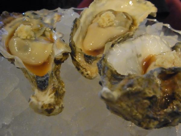 生牡蠣は山ワサビで