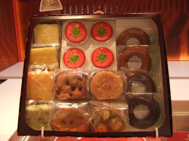 ゼリーやドーナツ型クッキーなど