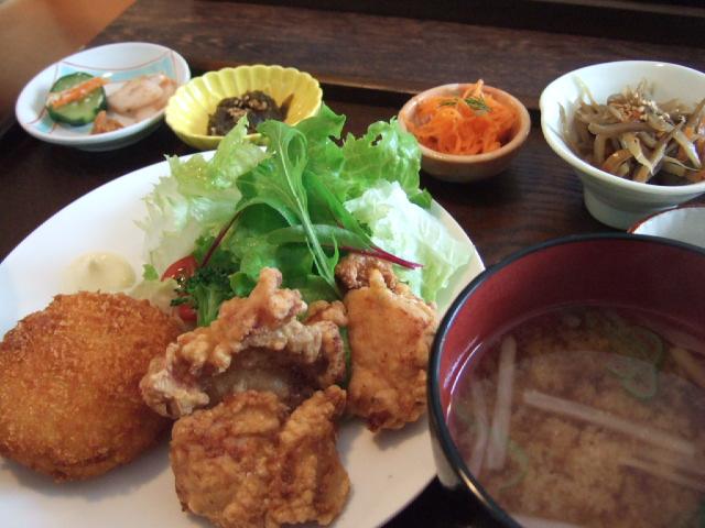 「円山惣菜」円コロ定食