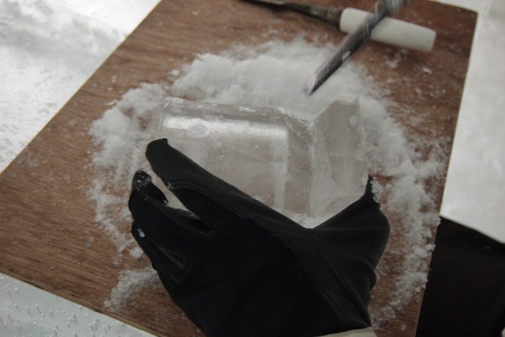 「氷のグラス」作りも体験