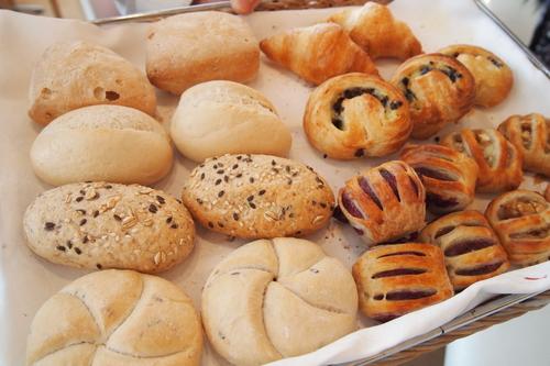 店内で焼き上げるパン