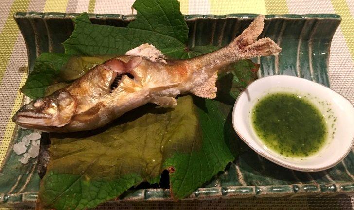 章月グランドホテルのお食事、鮎の塩焼き