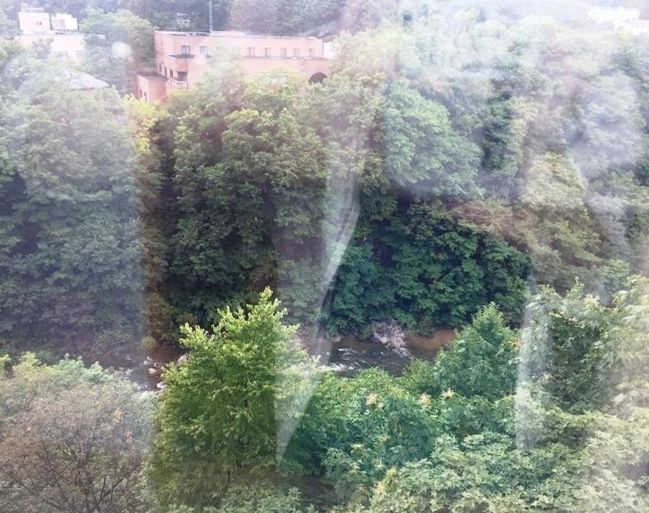 章月グランドホテルのお部屋から見た渓谷