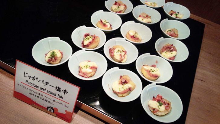 HAKODATE海峡の風の朝食ビュッフェ。ほくほくのジャガイモに塩辛とバターを乗せる。これぞ函館流