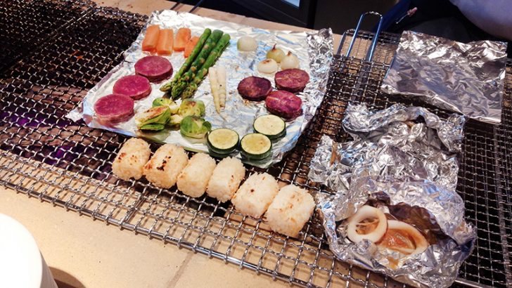 HAKODATE海峡の風の朝食ビュッフェ。炉端焼きで熱々の野菜を。