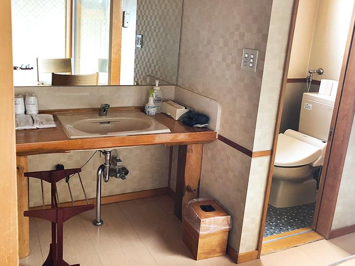 漁火館露天風呂付客室の洗面所とトイレは別々です