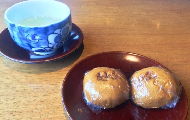 梅昆布茶と温泉饅頭