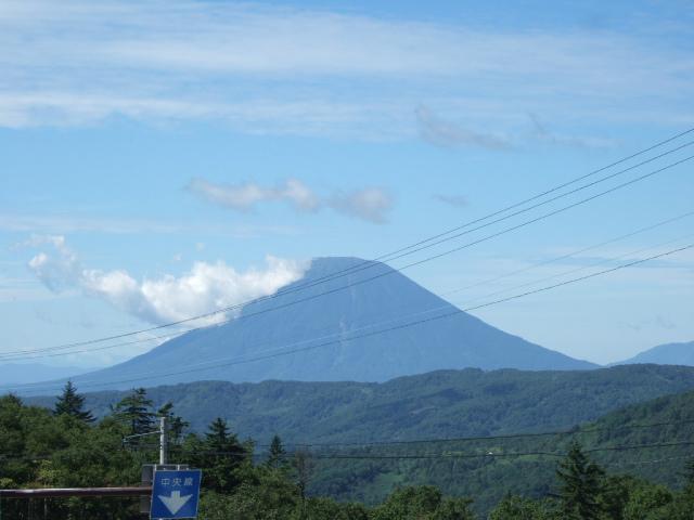 中山峠の頂上にある道の駅「望羊中山」からの羊蹄山