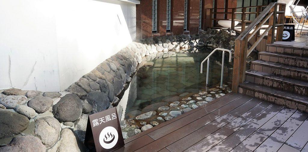 温泉ビーチの露天風呂