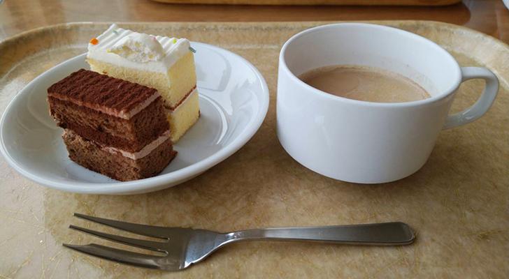 ケーキとカフェオレ