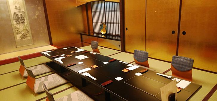 金の個室席