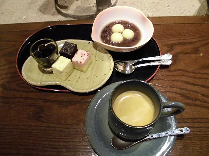 白玉ぜんざいや一口ケーキなど、朝食デザート