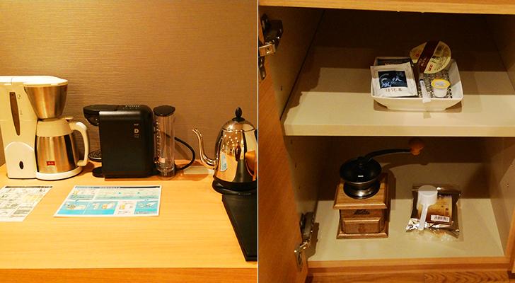 リビングスペースに備えられたコーヒーメーカーとコーヒーミル
