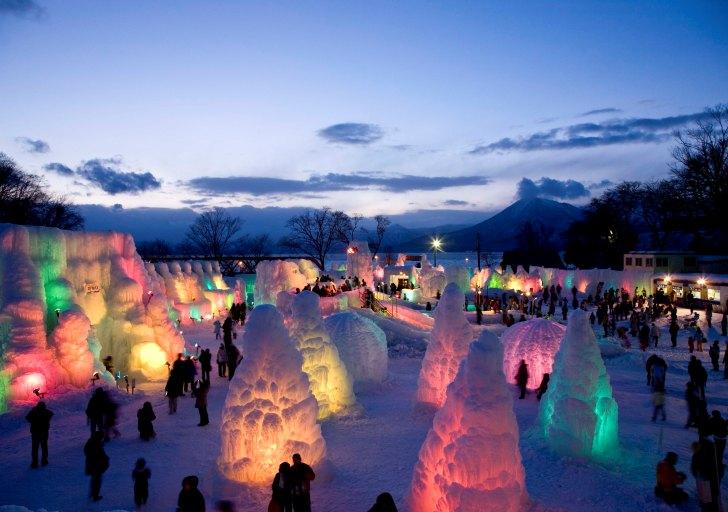 千歳・支笏湖氷濤まつりの夜の会場