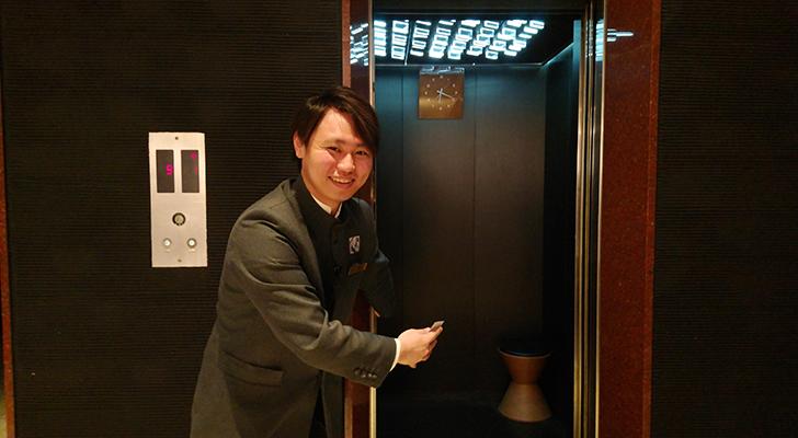フロントスタッフの虹川さん