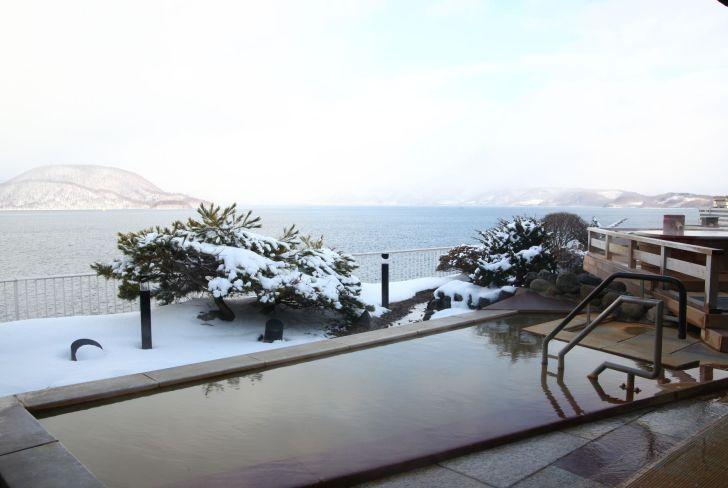 冬の雪見露天風呂