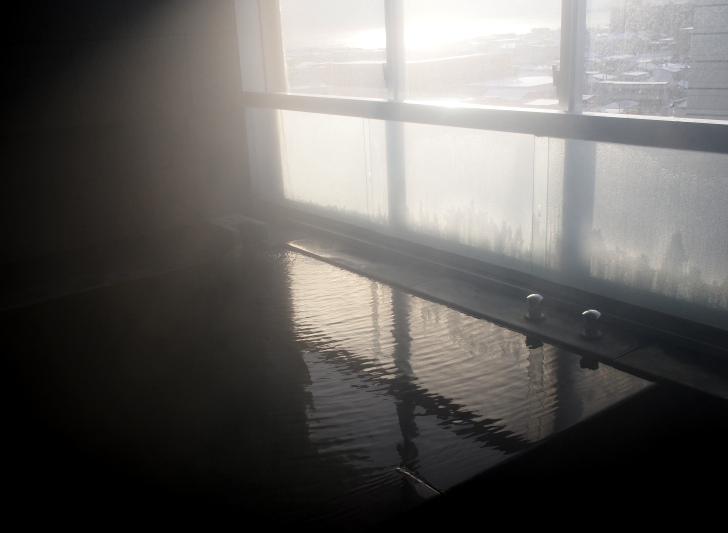 お部屋でゆっくりと厳選かけ流しの温泉を堪能できます。