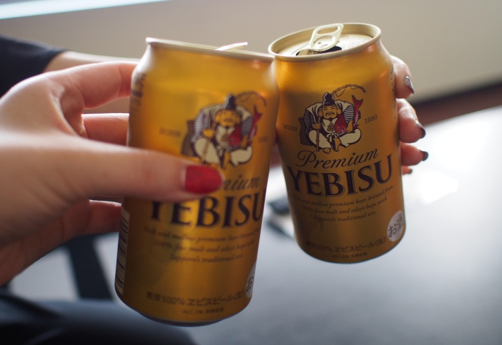 お部屋のビールでかんぱ~い!
