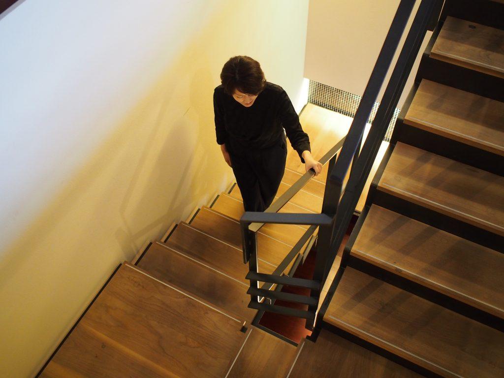 階段部のakoさんが昇ってくる