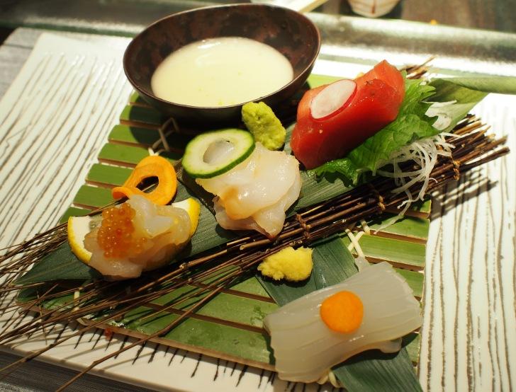 お造り 津軽海峡産本マグロ、函館産朝獲れ真イカ、松前産蝦夷アワビの水貝など