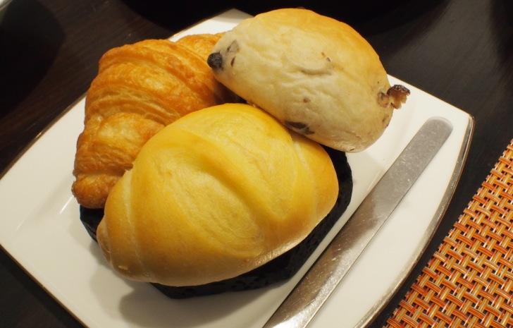 パン3種。発酵バタークロワッサン、デュラムファイン、野口観光オリジナル小豆パン