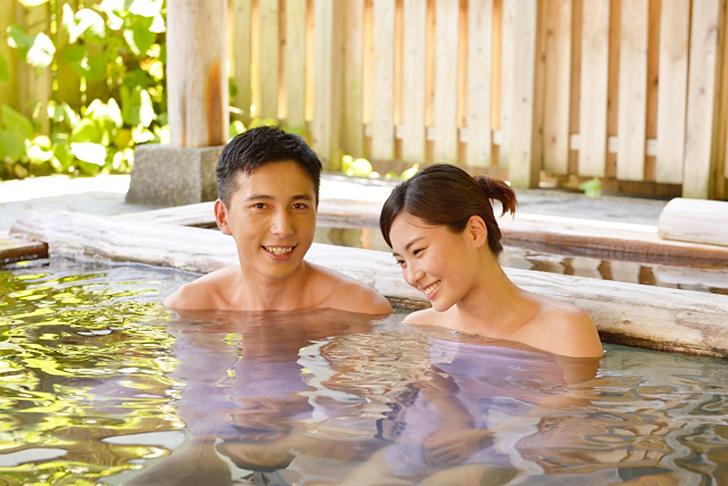 貸切風呂のカップル
