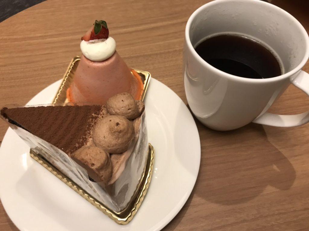 ホテルエミシア札幌ノースクレストのケーキとコーヒー