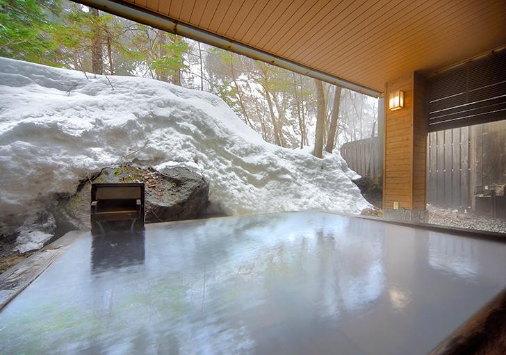 朝陽リゾートの硫黄香る白濁温泉