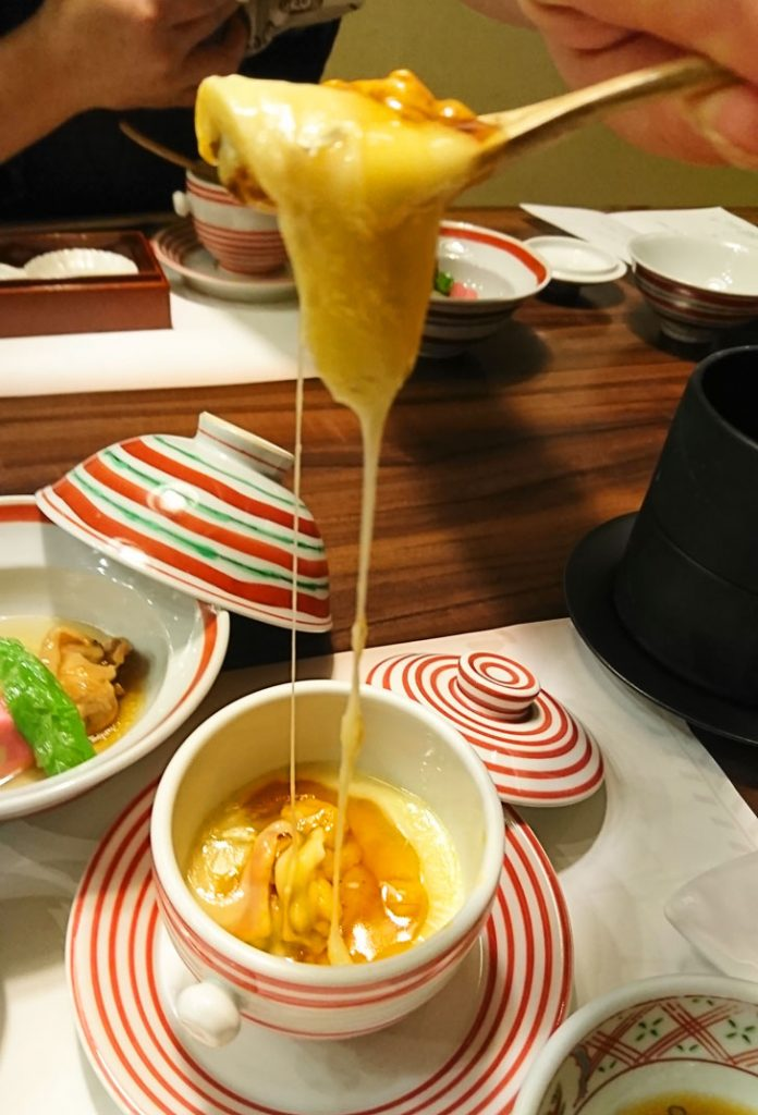 蒸し物はカマンベールチーズと雲丹の茶碗蒸し
