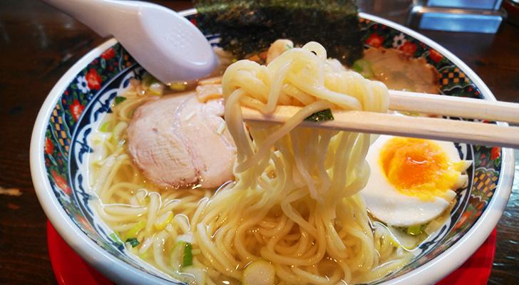あじさいラーメンの細麺