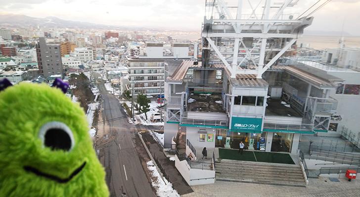 函館山展望台へ向かうロープウェイからの眺め