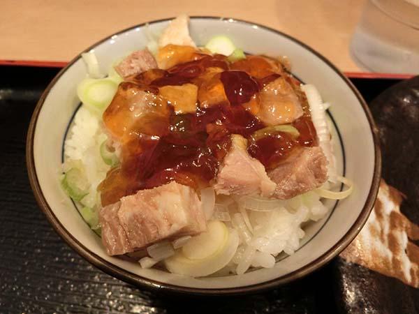 カツオのジュレをのせた〆丼