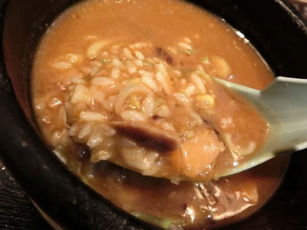 〆丼とスープをまぜまぜ