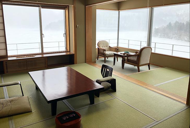 湖を望む特別室は、角部屋です