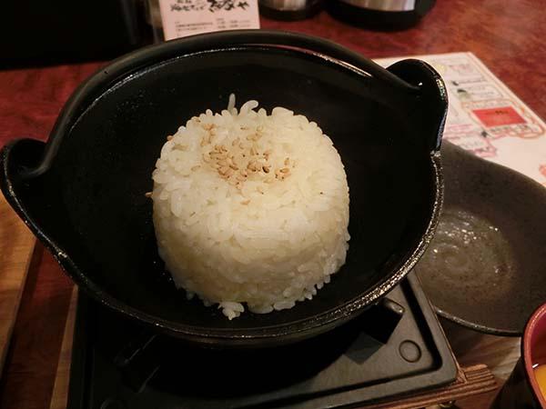 小鍋にもられたご飯