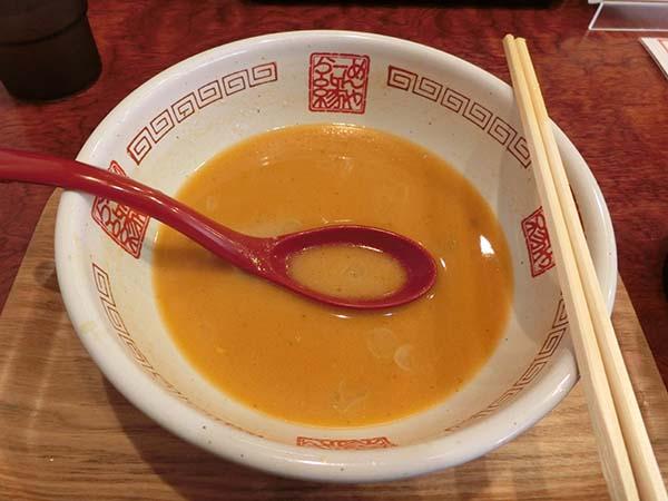 麺を完食しスープだけ残した丼