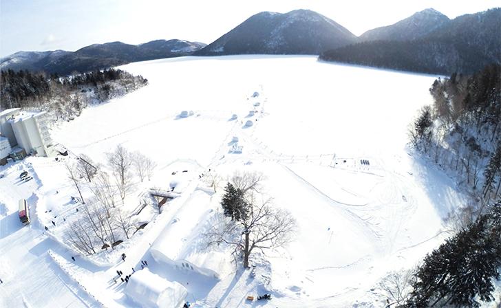 上空からみたしかりべつ湖コタンの全景