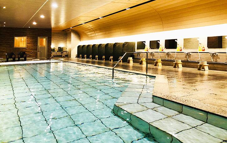 源泉かけ流しで温泉を楽しめる新設オープンの大浴場