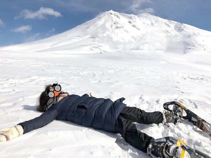 旭岳をバックに寝転んでみました