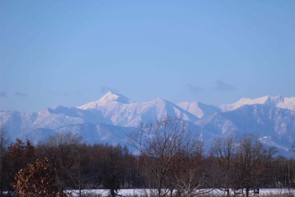 地平線の先に見える美しい日高山脈