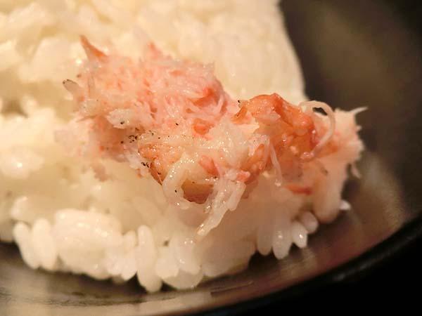 ご飯の上にのせた蟹の身