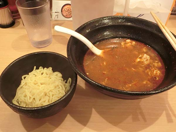 替え玉とスープだけ残した丼