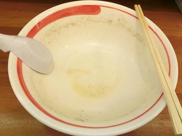 エスニックラーメンのスープを全部飲み干した丼