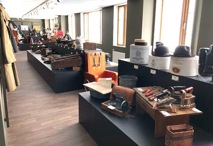 洞爺郷土資料室2階には衣食住が展示されています